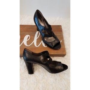 Tahari Maggie 60's Style Mod Block Heels